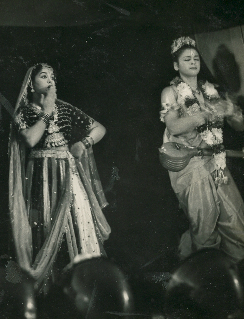 http://www.betsywoodman.com/wordpress/wp-content/uploads/2013/02/Lalitha-and-Ragini-in-performance-1954.jpg